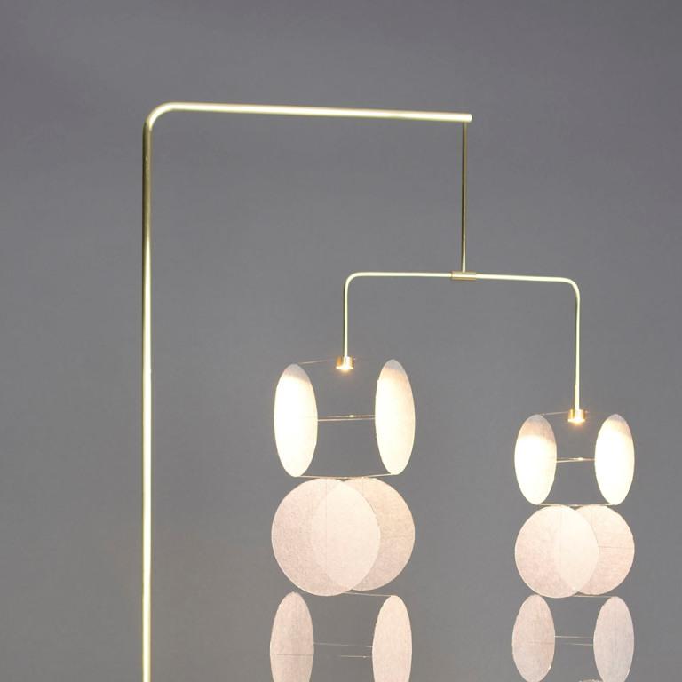 Lampade giapponesi con pendenti di carta
